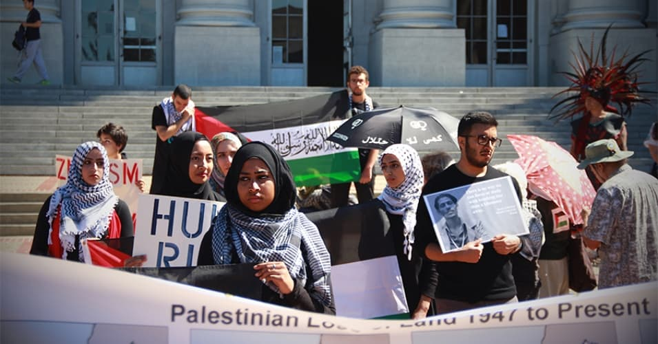 Students at UC Berkeley rally in the name of Palestinian rights in 2014. (Photo: Ariel D. Hayat/Daily Californian Staff)