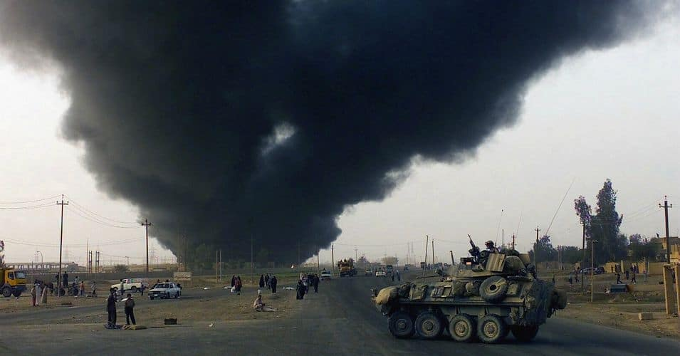 An oil field burns in Iraq during Operation Iraqi Freedom. (Photo: Expert Infantry/cc/flickr)