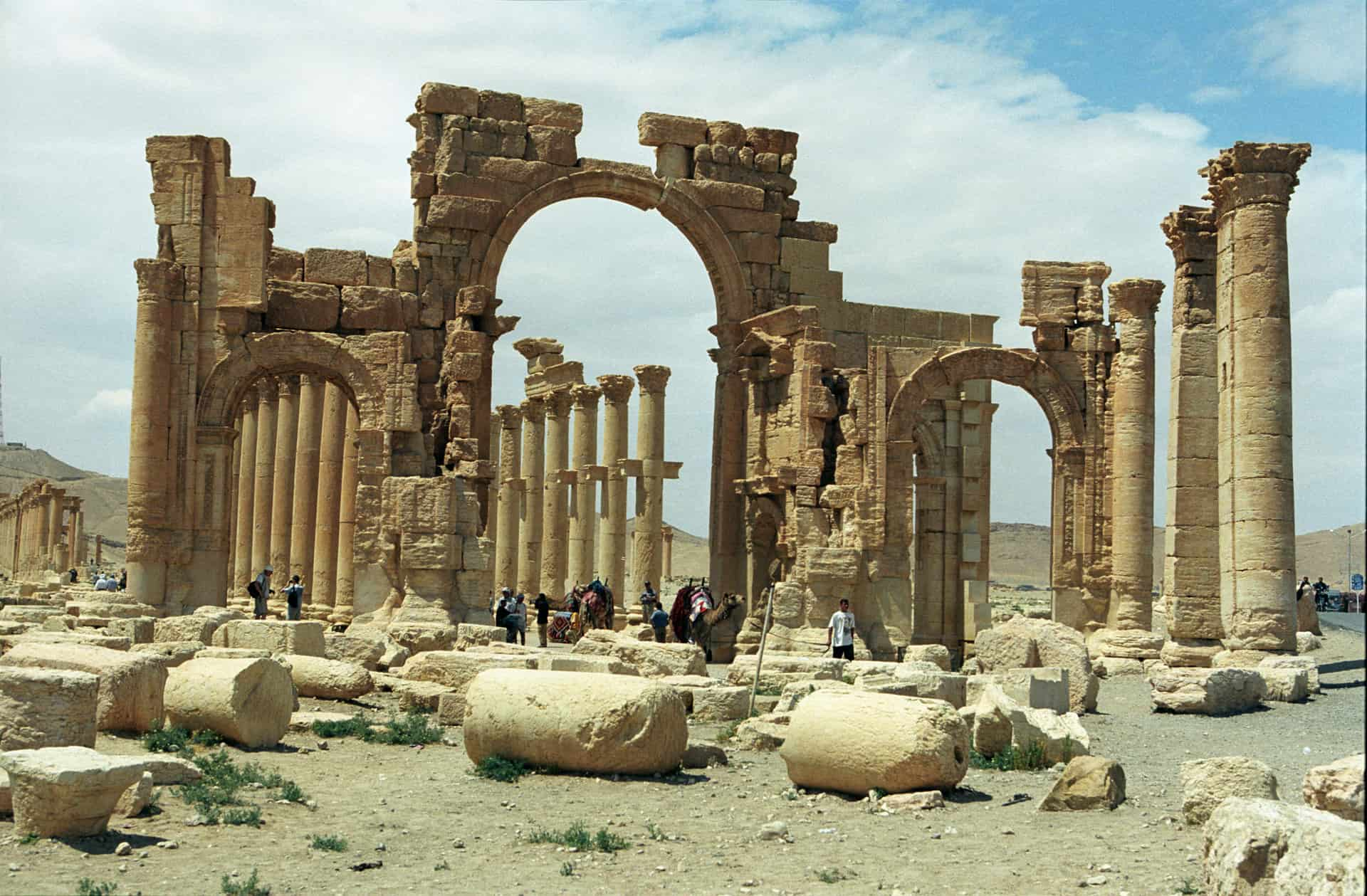 Monumental arch in the eastern section of Palmyra's colonnade -- destroyed in 2015. (Photo Jerzy Strzelecki @ flickr.cc)